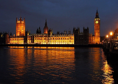 0000-palace_of_westminster_at_night.jpg