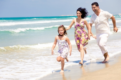 0077-family_running_at_beach.jpg