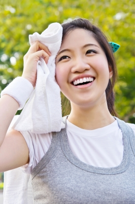 0077-woman_wiping_sweat.jpg