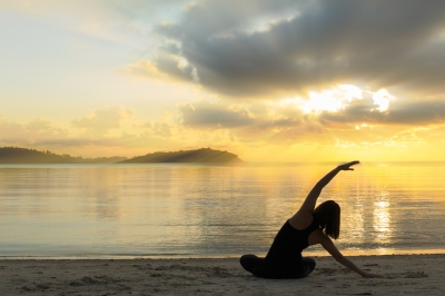 0077-yoga_girl_on_the_beach.jpg