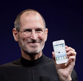 0079-steve_jobs_with_iphone_4.jpg