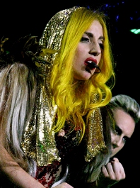 0083-lady_gaga_monster_ball_tour_2010.jpg