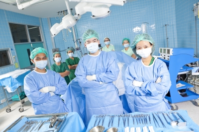0087-doctors_in_operating_theater.jpg