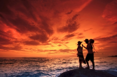 0109-couples_on_the_beach.jpg