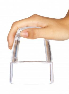 0116-hand_holding_glass_of_water.jpg
