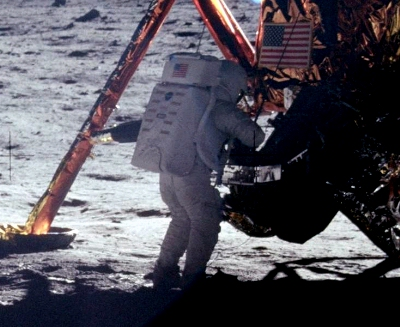 0131-neil_armstrong_on_the_moon.jpg