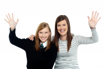 0144-mom_and_daughter_waving_hands.jpg