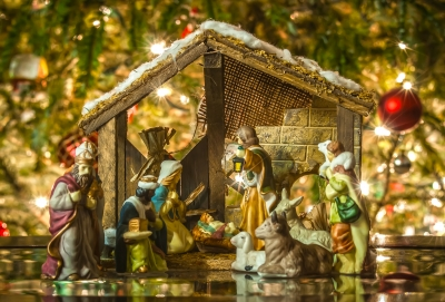 0147-old_handmade_nativity_scene.jpg