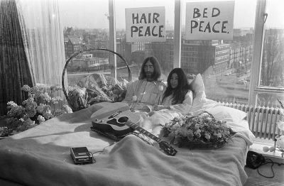 0266-bed-in_for_peace_amsterdam_1969_john_lennon_&_yoko_ono_17.jpg