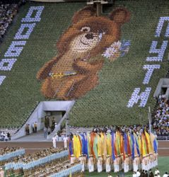 0282-flag-bearers_of_states-participants_of_the_xxii_summer_olympic_games_cropped.jpg
