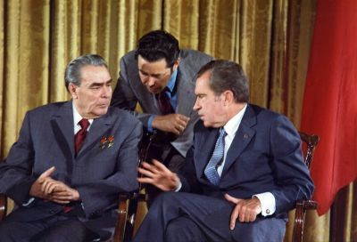 0282-leonid_brezhnev_and_richard_nixon_talks_in_1973.jpg