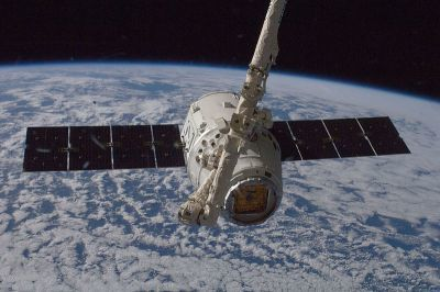 0299-spacex_crs-1_is_grappled_by_canadaarm2.jpg