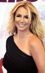 0384-britney_spears_2013_(straighten_crop).jpg