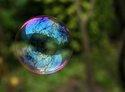 0401-reflection_in_a_soalp_bubble.jpg