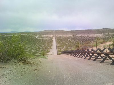0413-border_barrier_near_ibm_9.jpg