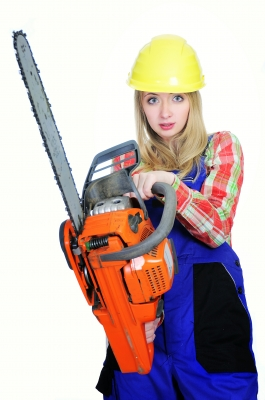 0220-woman_with_chainsaw.jpg