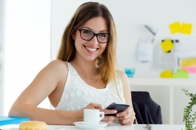 0443-pretty_young_woman_using_her_mobile_phone_100352809.jpg