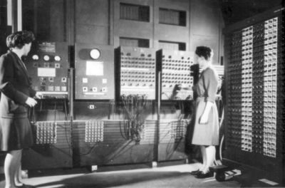 0470-two_women_operating_eniac.jpg